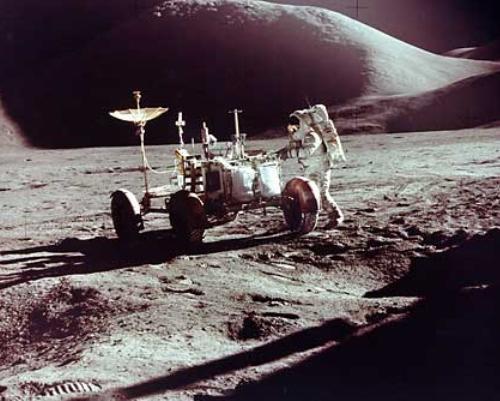 Вездеход на Луне