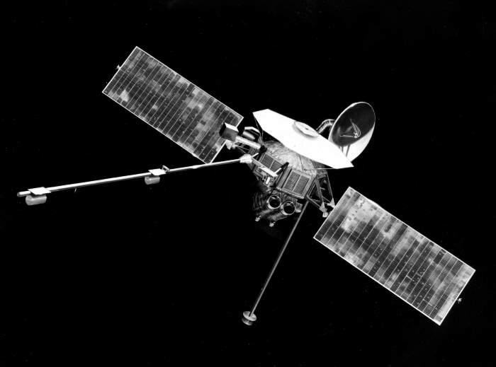 mariner 10 space probe - 700×519